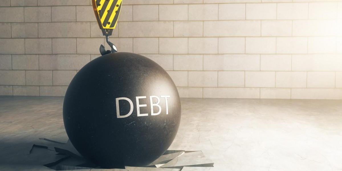 Photo: Peter Schiff Blows Whistle On Massive Global Debt Problem